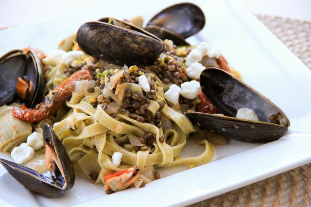 smoked paprika mussels and pistachio pasta