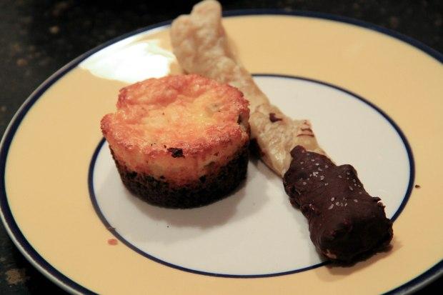 Dessert twist and cake