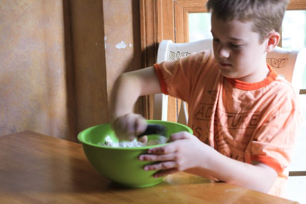 Sifting flour and sugar